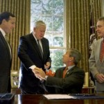 Rep. Murtha shakes hands with Pres. Bush